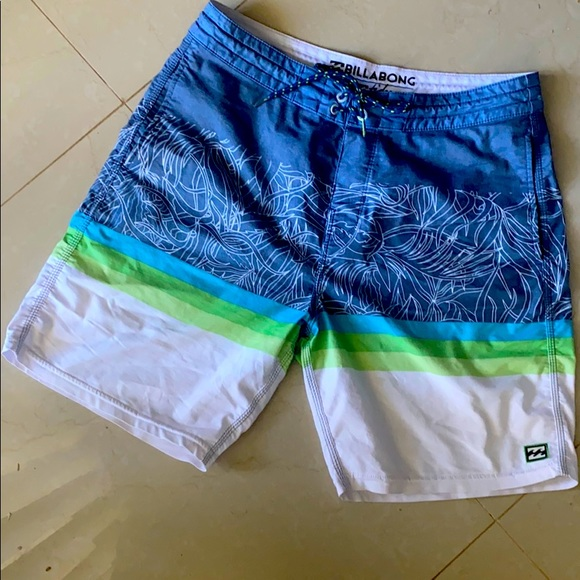 EUC Billabong Lo tides board shorts - size 30